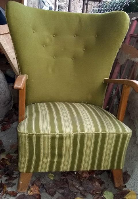 Fotel tapicerowany przed renowacją